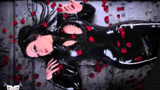 CRADLE OF FILTH - A Gothic Romance (Red Roses For The Devil