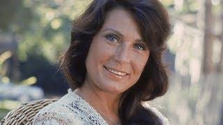 Tragic Details About Loretta Lynn
