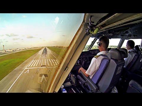 Martinair MD-11 Landing in Miami - TimeLapse Pilot's View