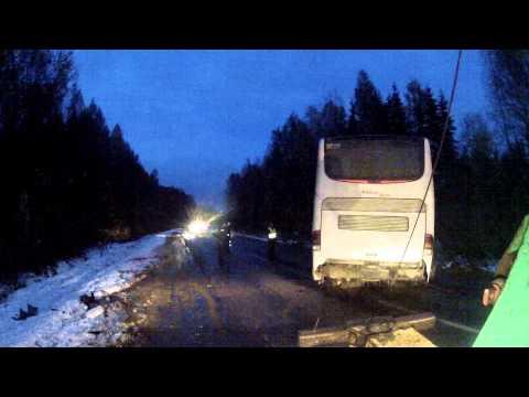 ЯрБуксир - автобус из кювета