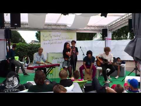 ELY spelar i Halebop-tältet under Ung08 2011