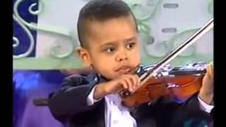 3 летний мальчик играет на скрипке(, 2013-11-03T03:42:03.000Z)