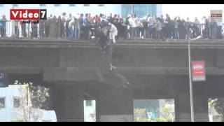 l'Armée egyptien criminel  assiège des manifestants pacifiques dans la pont 6 octobre