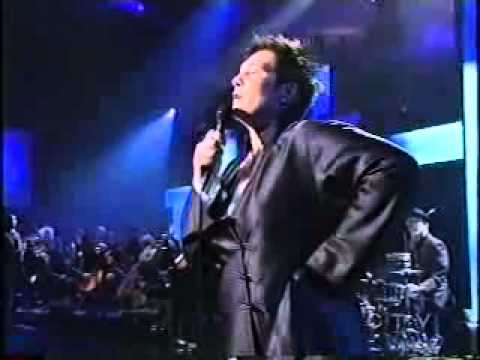 hallelujah-performed-by-k.d-lang-at-australia-on-the-christian-tv