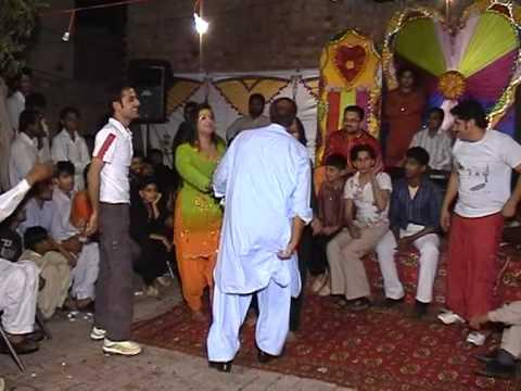 VTS_01_2.Varfan butt dansing on amir butt mehandi