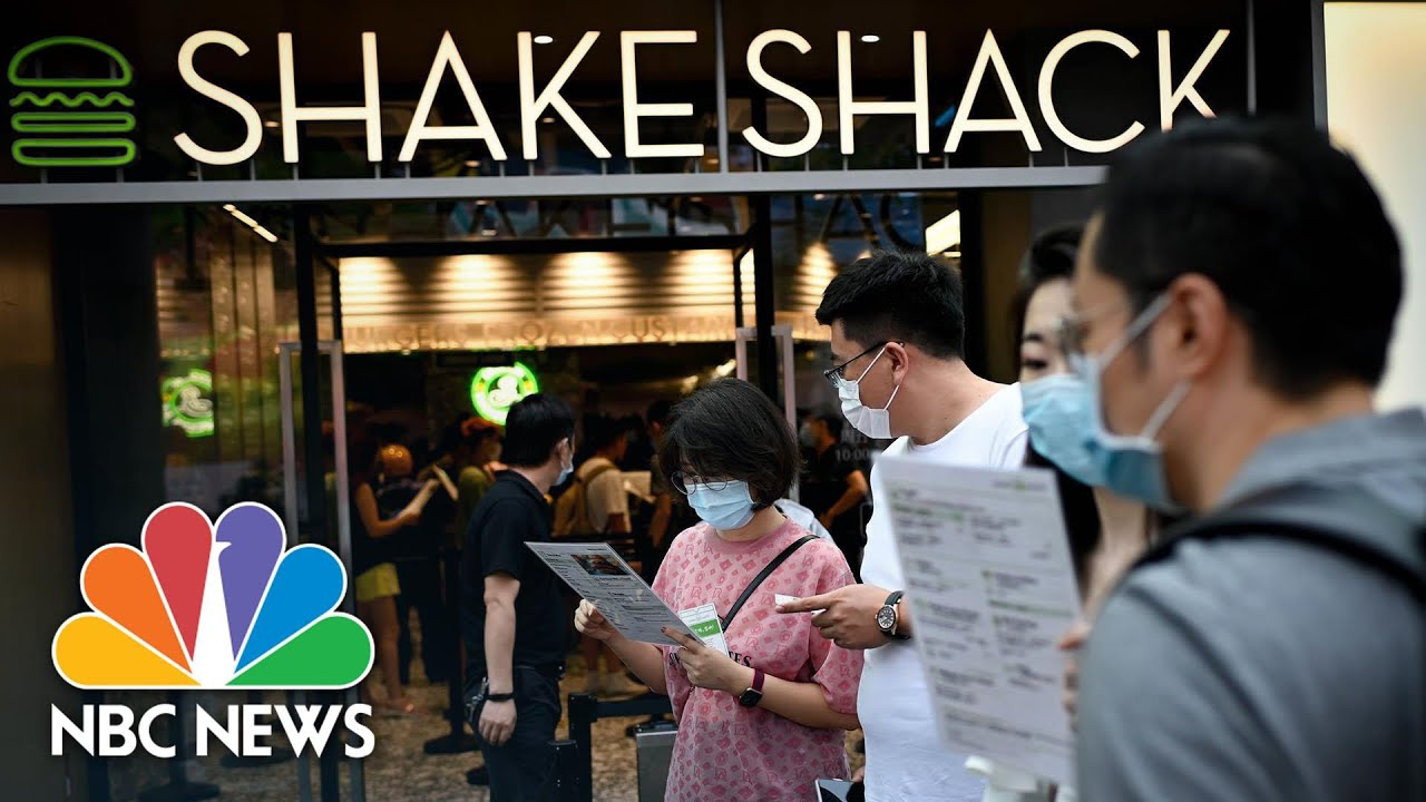 Shake Shack Opens First Beijing Outlet Despite U.S. Trade, Diplomatic Disputes | NBC News NOW