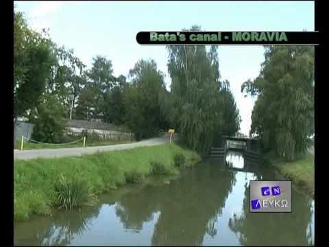 Along the Baťa Canal on a houseboat