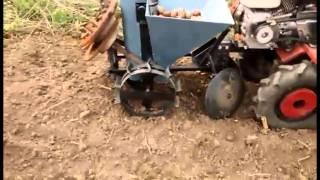 Repeat youtube video Gradina familiei, la plantat cartofi, 2015 /  Картофелесажалка / potato planter