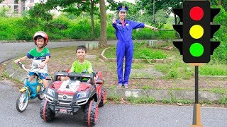 Kids go to School Learn Traffic Laws & Traffic Lights with Police | Song for Childrens