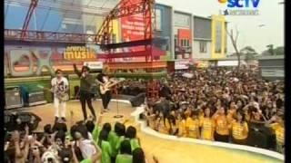"""Radja """"Call Me"""",performed at Inbox (24/04)(Courtesy SCTV)"""