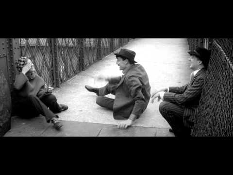 Jules and Jim 1962 - Race on the Bridge scene