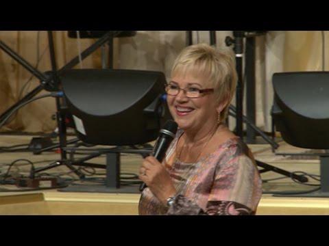 """Predikan Linda Bergling """"Bli fri från förkastelse"""" mirakelkonferensen 2014"""