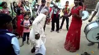Tau ka barat me dance