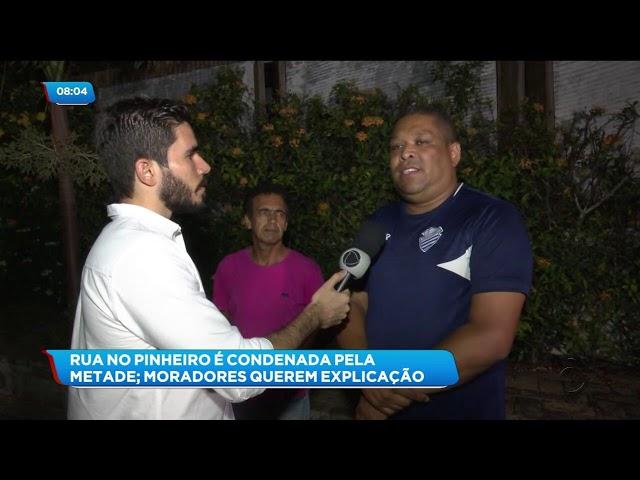 Rachaduras: Metade de uma rua no Pinheiro foi condenada por estar em área de risco