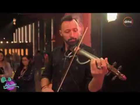 شاهد أحمد فهمي وهو بيبدع في العزف على الكمانجة من كواليس تعشبشاي