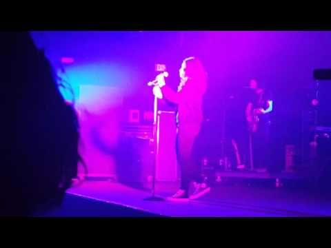 Alessia Cara - Stone (Live)