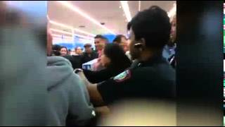 [BLACK FRIDAY 2014] Fights break out between Black Friday shoppers in Walmart 2014