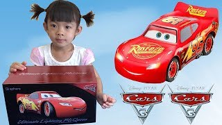 xe mcqueen va phim cars 3 - disney cars 3 movie ultimate lightning mcqueen  anan toysreview tv