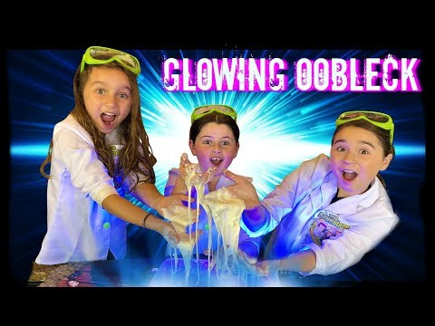 GLOWING OOBLECK SLIME Science Experiment!  Easy Science Experiments for Kids!