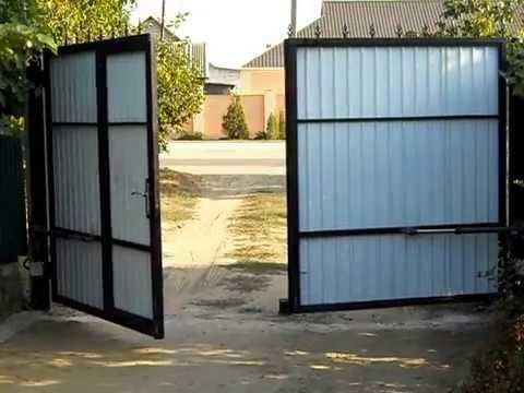 Распашные ворота с калиткой.