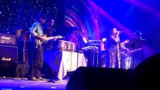 Tara Vora rate (Alam Ara Minu) live Concerts