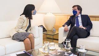 Almeida y la delegada del Gobierno en Madrid se enzarzan por la gestión de Pedro Sánchez
