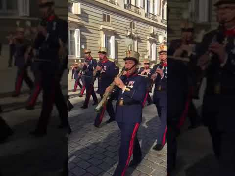 Changing of the Guards - Royal palace of Madrid