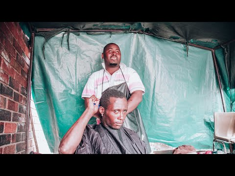 Nomad Barber - Carlos Bheki the street barber of Soweto (South Africa)