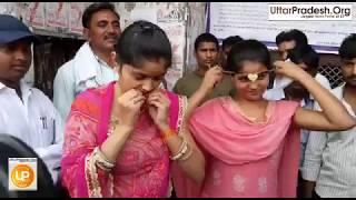 यूपी पुलिस सिपाही भर्ती परीक्षा में महिलाओं के गले से मंगलसूत्र उतरवाया- देखें वीडियो