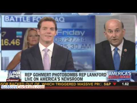 Martha McCallum photobombs Bill Hemmer while he interview Rep. Louie Gohmert