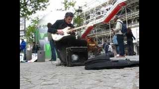 Woilem - French Blues Guitarist virtuoso street music performance, Paris
