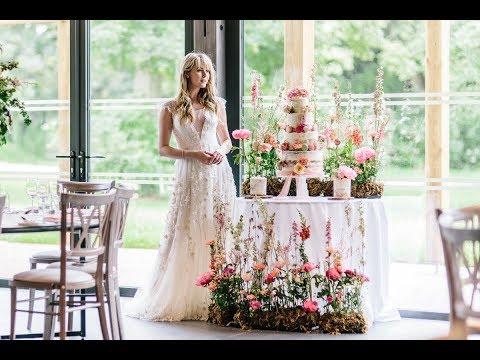 Syrencot House Wiltshire Wedding Venue - Romantic + Wild Summer Wedding Style