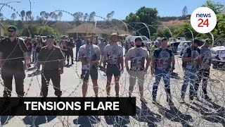 WATCH   Police in Senekal separate opposition groups with rolls of barbed wire