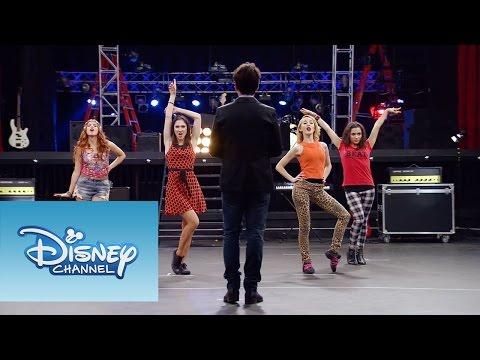 Cami, Fran, Naty y Ludmila cantan