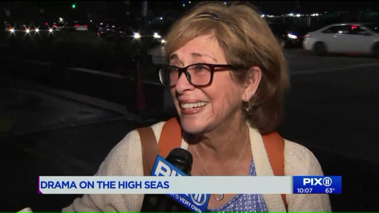 Cruise ship arrives in Manhattan after power failure