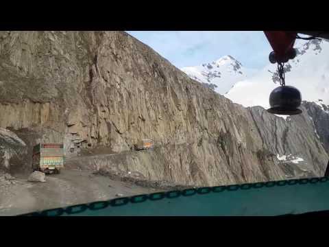 Hitchhiking the Himalayas, Kashmir to Ladakh in India - Travel Blog Nomad Revelations