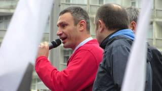 Vitali Klitschko at Opposition Rally Outside Verkhovna Rada (2/4)