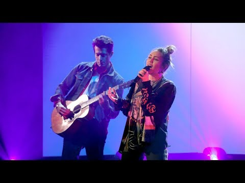 Miley Cyrus & Mark Ronson Perform 'Nothing Breaks Like a Heart'