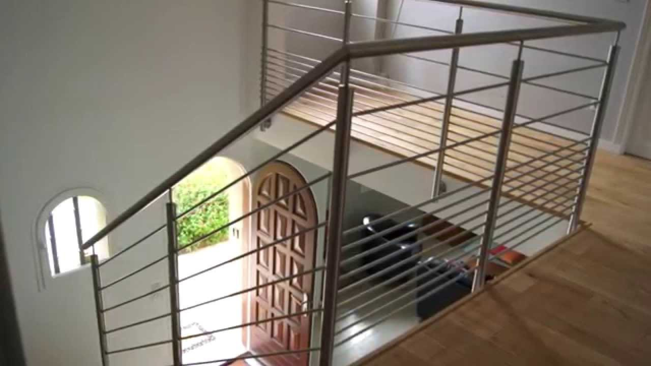 Pose d 39 un garde corps inox 11 barres youtube - Fixation rampe escalier ...