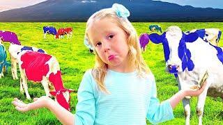 स्टेसी खिलौना खेत जानवरों के साथ खेलता है। बच्चे नाटक खेलते हैं