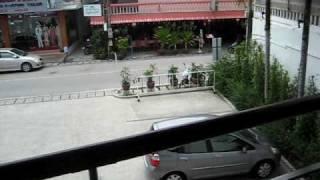 Sjekker opp Palm Beach Hotel Kamala Beach på Phuket