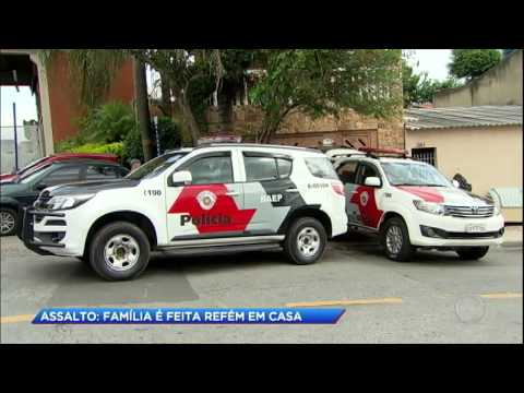 Bandidos invadem casa e fazem casal refém