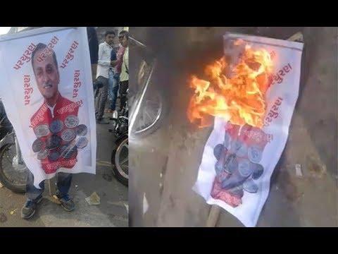 surat prajapati samaj burnt the statue of chief minister vijay rupani