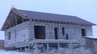 видео Какая крыша лучше - двухскатная или четырехскатная? Сравнительный обзор