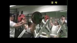 Young Asian bodybuilder Han Seul Gi trains back and delts.