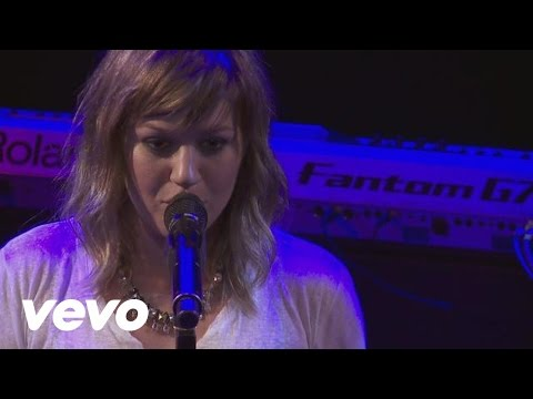 Kelly Clarkson - Sober (Live From the Troubadour 10/19/11)