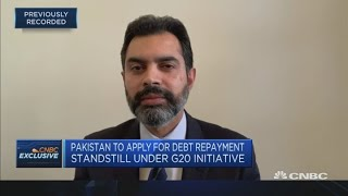 Pakistan central bank governor discusses policies to minimize economic impact from the pandemic