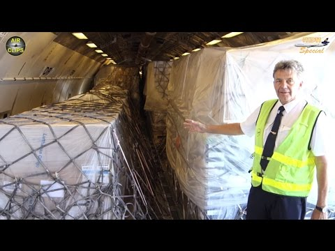 HOW DID THEY GET THIS ISIDE? LH Cargo MD-11F offloading STUNNING huge and heavy Cargo! [AirClips]