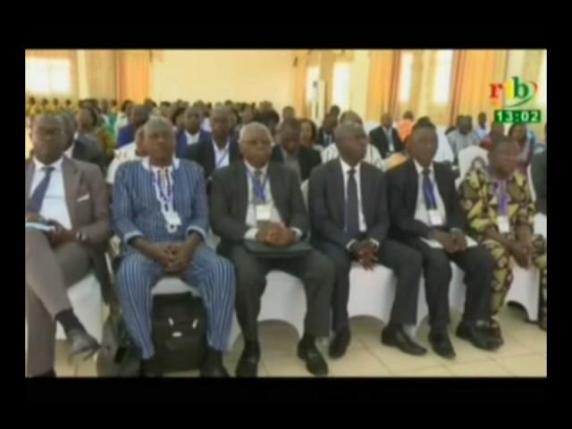 Reunion pre?paratoire des experts de la 6eme conference au sommet du traite? d'amitie?