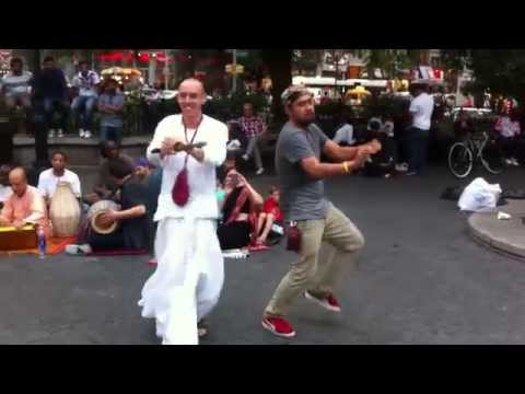 I ♥ NY - Hare Krishna Kirtan with a rad dance-off to trumpet @Union Square, NYC